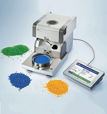 Measure moisture content in plastic pellets