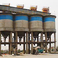 Tank-filling system for solids