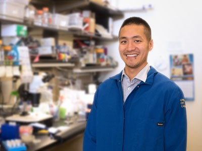 Dr. Ryo Higuchi-Sanabria in the Dillin lab at the University of California, Berkeley