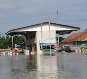 Автомобильные весы пережили наводнение